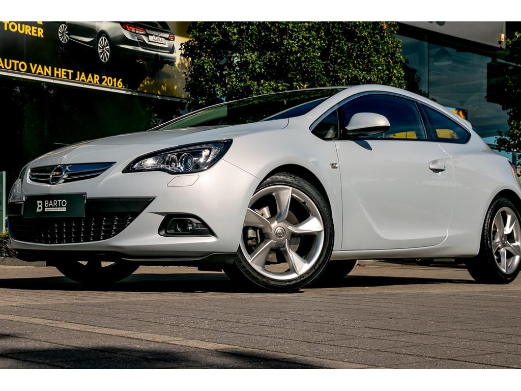 Tweedehands te koop: Opel Astra Wit - GTC - 14 Turbo - Leder - Xenon - Navi - Weinig Kms