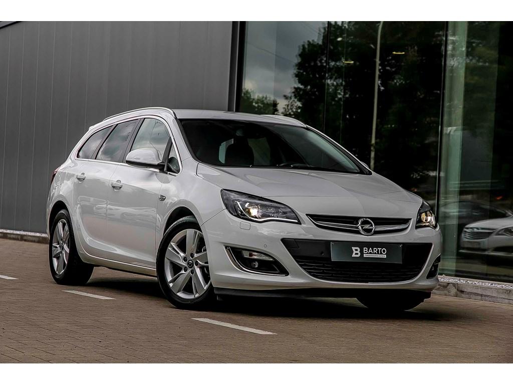 Tweedehands te koop: Opel Astra Wit - Sports Tourer - Sport - Xenon - Navigatie