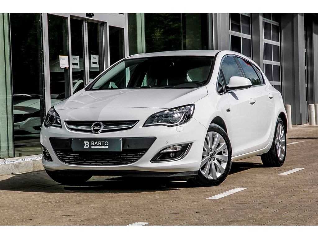 Tweedehands te koop: Opel Astra Wit - 14 Turbo - Cosmo - Xenon - Leder - Navi