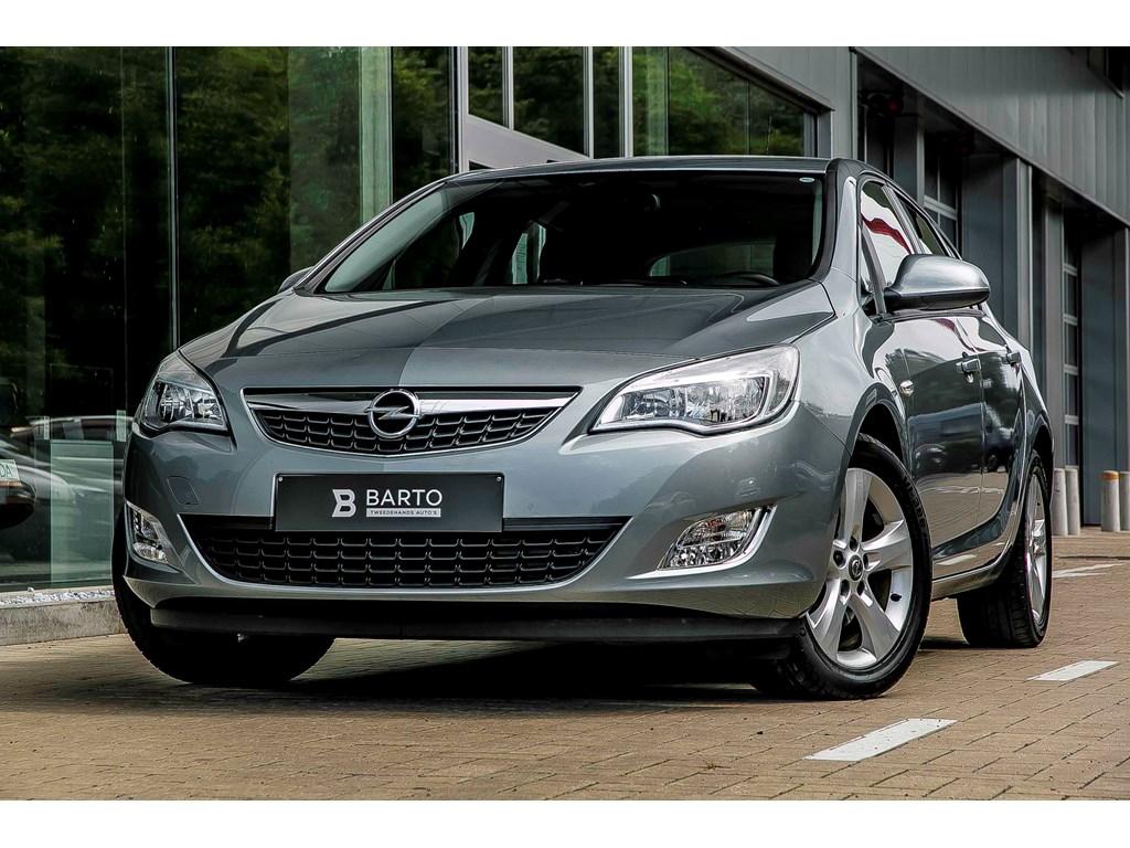 Tweedehands te koop: Opel Astra Grijs - 17d 110pk - Airco - Parkeersens achter - trekhaak - Cruisectrl
