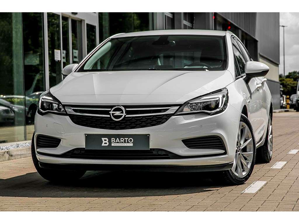 Tweedehands te koop: Opel Astra Wit - 10 Turbo - Navi via AndroidApple Car play - Parksens