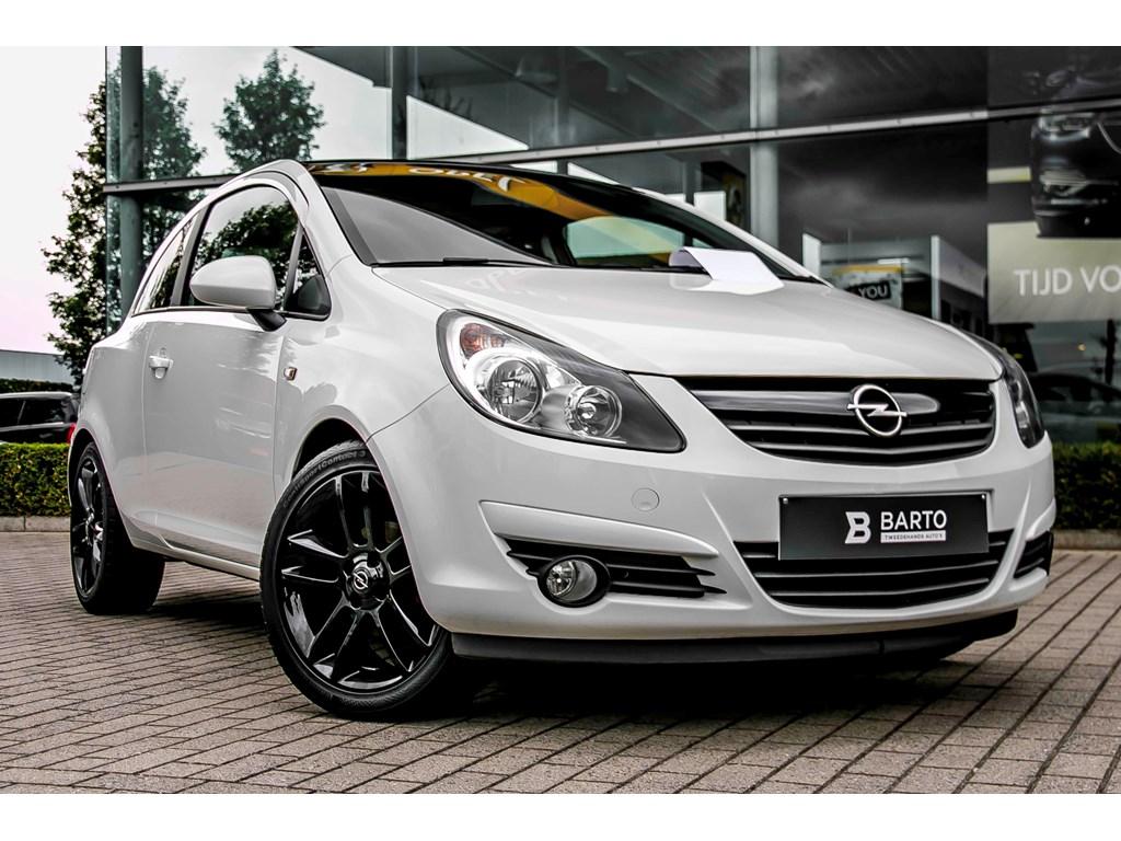 Tweedehands te koop: Opel Corsa Wit - 13d 95pk - Black Edition - 3deurs - Airco - 17 -