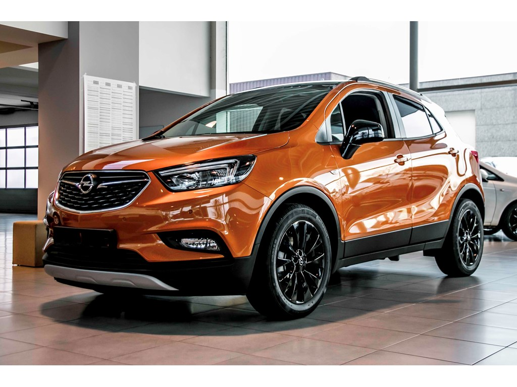 Tweedehands te koop: Opel Mokka Oranje - X Black Edition 14 Turbo Benz Manueel 6 versn - Nieuw - Navigatie - 18 inch velgen -