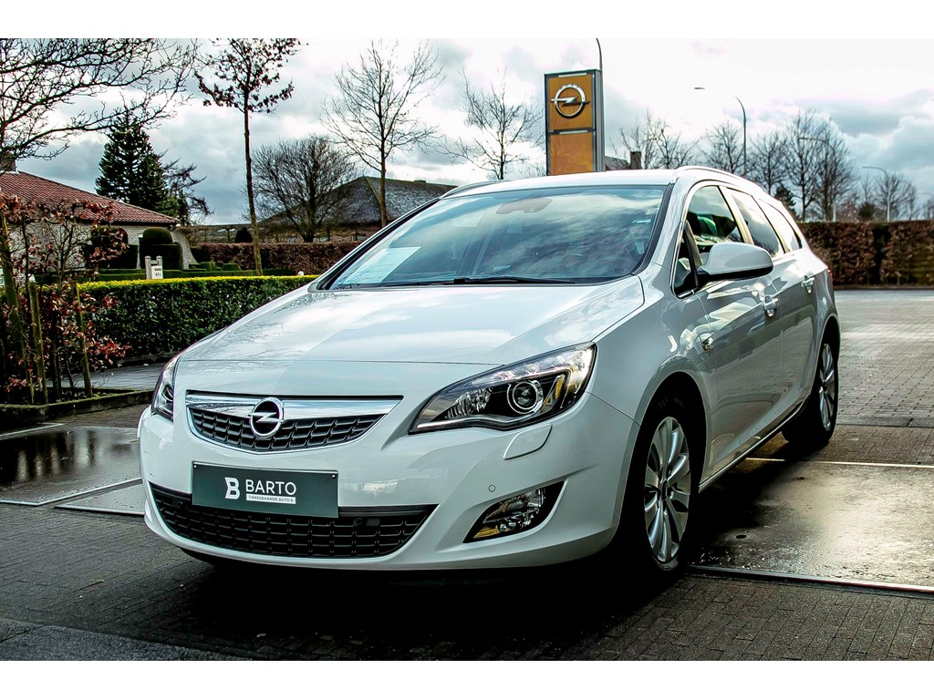 Tweedehands te koop: Opel Astra Wit - 17d 110pk - Navi - Xenon - Auto Airco -