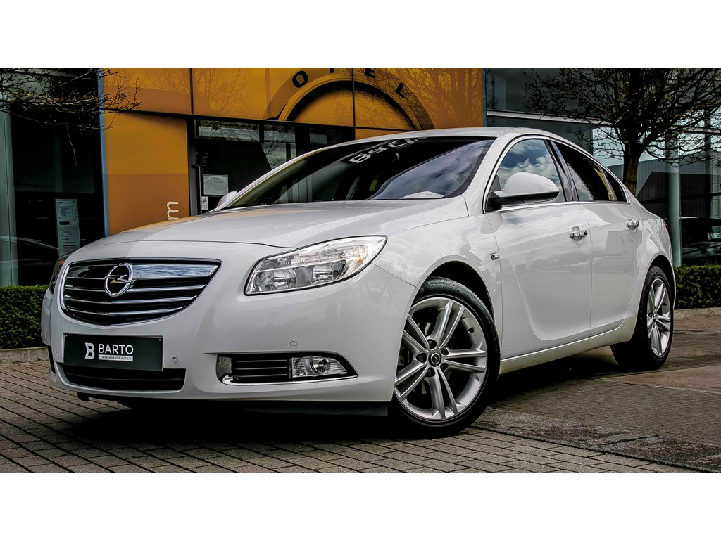 Opel-Insignia-Wit-20d-110pk-4d-Navi-Infinity-Auto-Airco-Bluetooth-