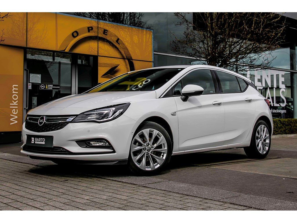 Tweedehands te koop: Opel Astra Wit - 14b 125pk - Navi - Camera - Parkeersens va -
