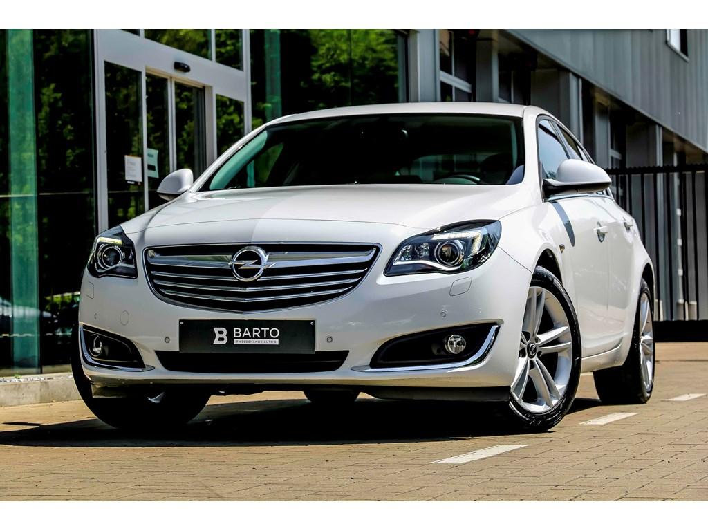 Tweedehands te koop: Opel Insignia Wit - 14 Turbo 140pk - Navi - Camera - Dodehoek - Xenon - Verwarmd stuurzetels