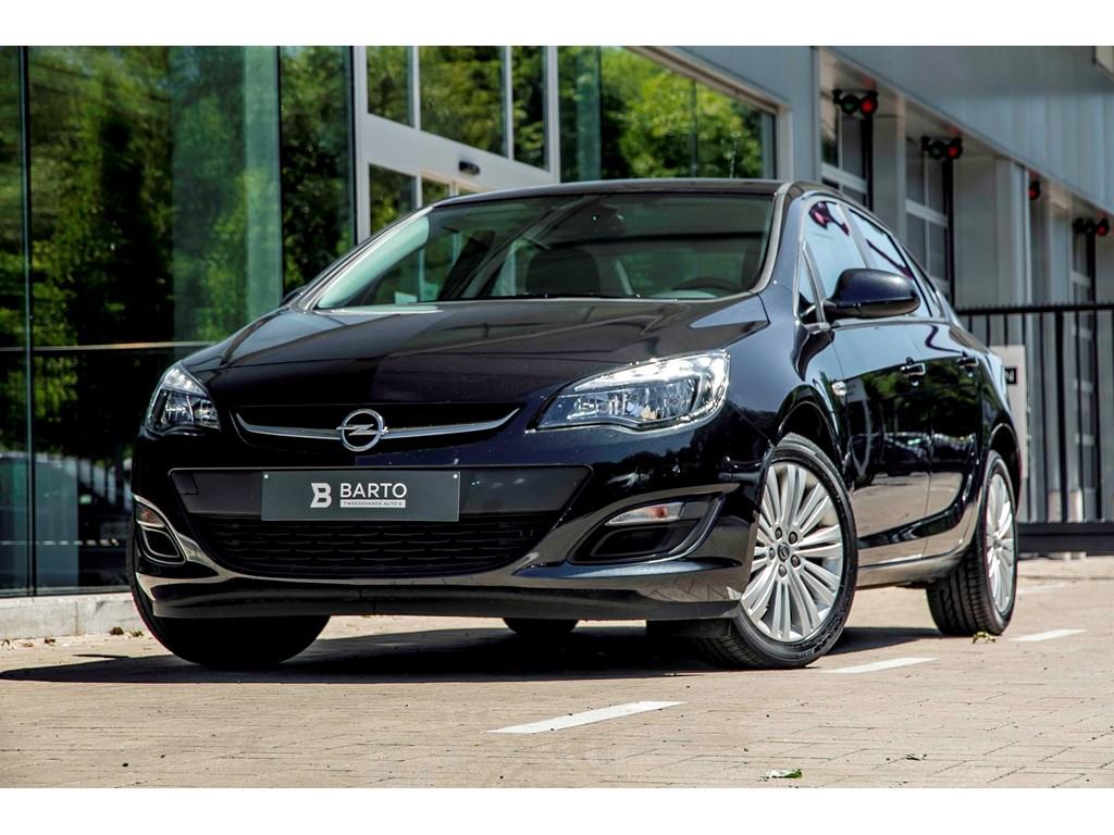 Tweedehands te koop: Opel Astra Zwart - 14b 100pk - Airco - Auto Lichten - Regensens - Cruisectrl -