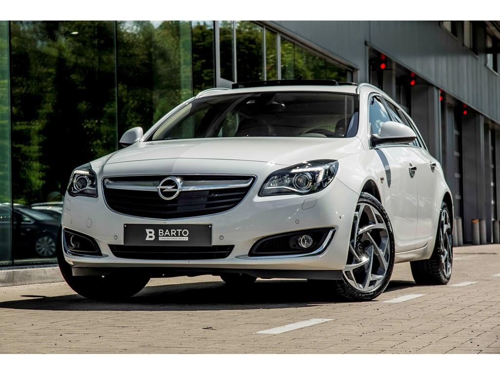 Tweedehands te koop: Opel Insignia Wit - 20b 250pk - 4x4 - Xenon - Adaptive Cruisectrl - Camera -