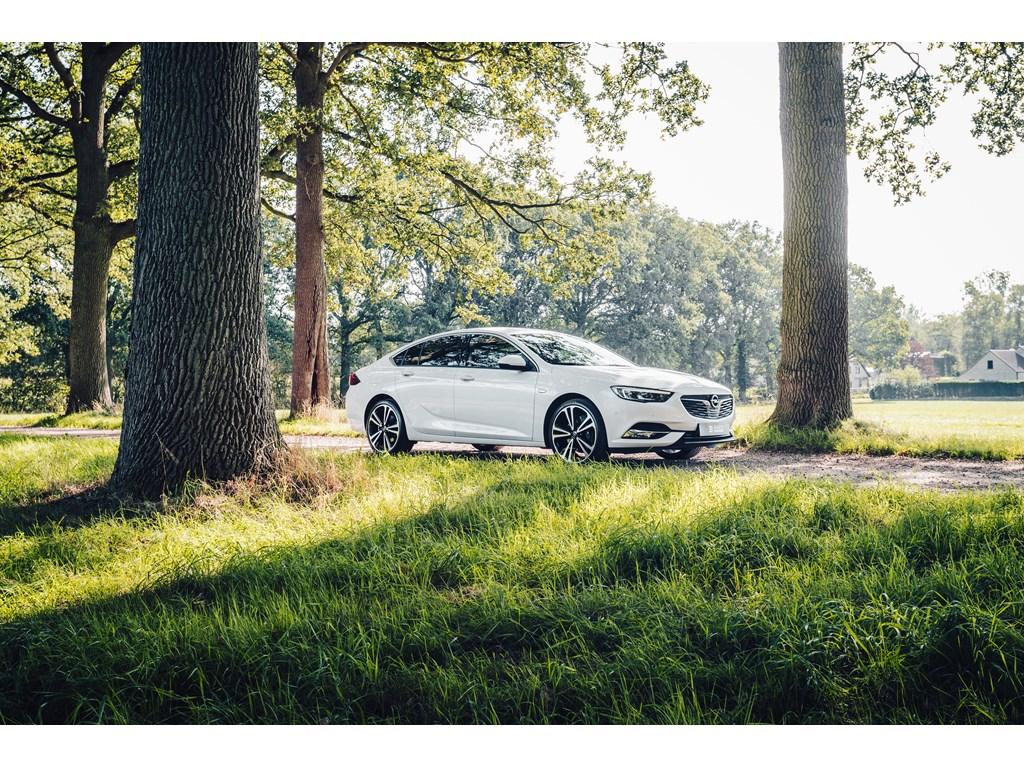 Tweedehands te koop: Opel Insignia Wit - Grand Sport 20Benz 260pk - 4x4 - Automaat - 360 camera - Premium Leder -