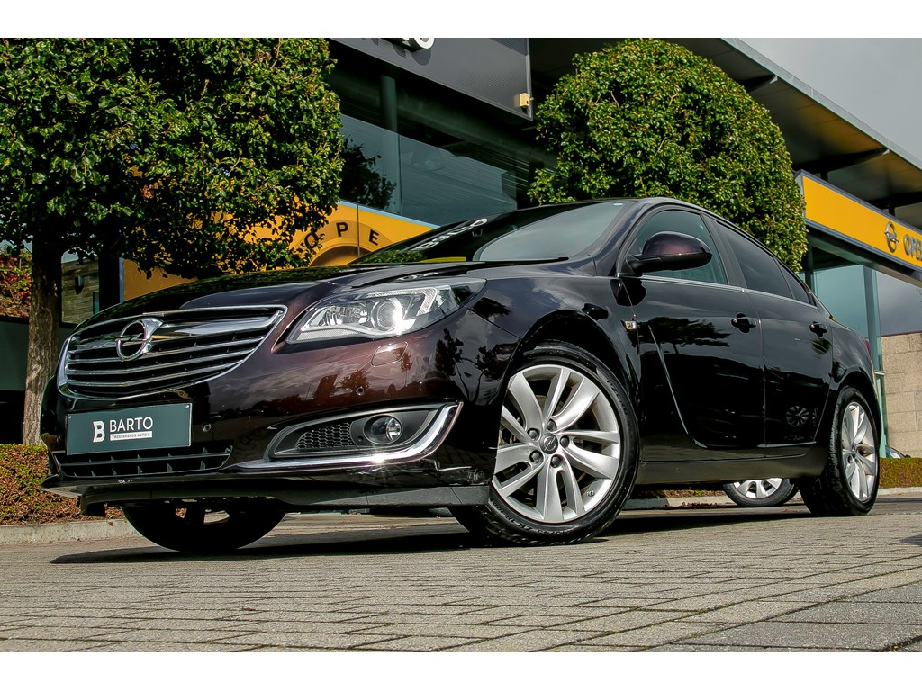 Tweedehands te koop: Opel Insignia Bruin - 20d 163pk - 4X4 - Leder - Navi - Parkeersens va - Trekhaak