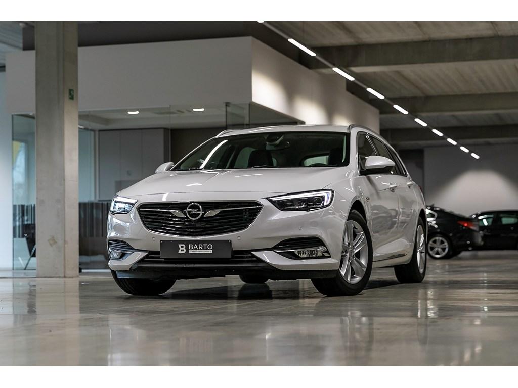 Tweedehands te koop: Opel Insignia Wit - 15b 165pk - Automaat - Verwarmde zetelsstuurwiel - LED matrix -