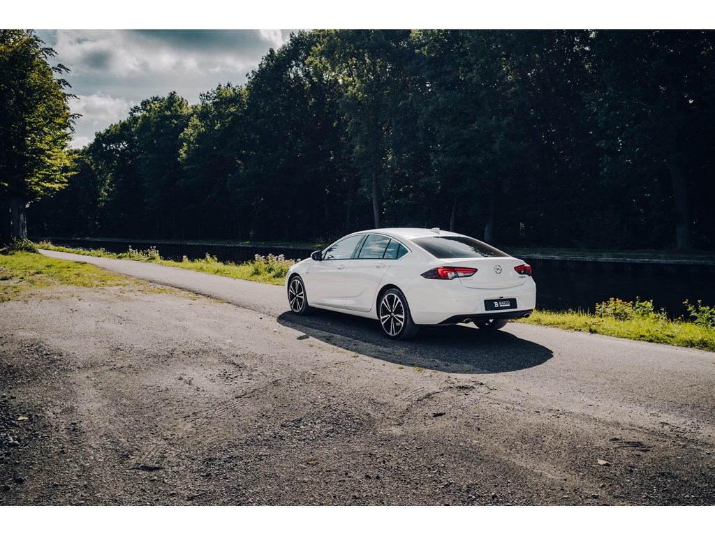 Tweedehands te koop: Opel Insignia Wit - 20 Turbo StartStop Dynamic 4X4 AUT