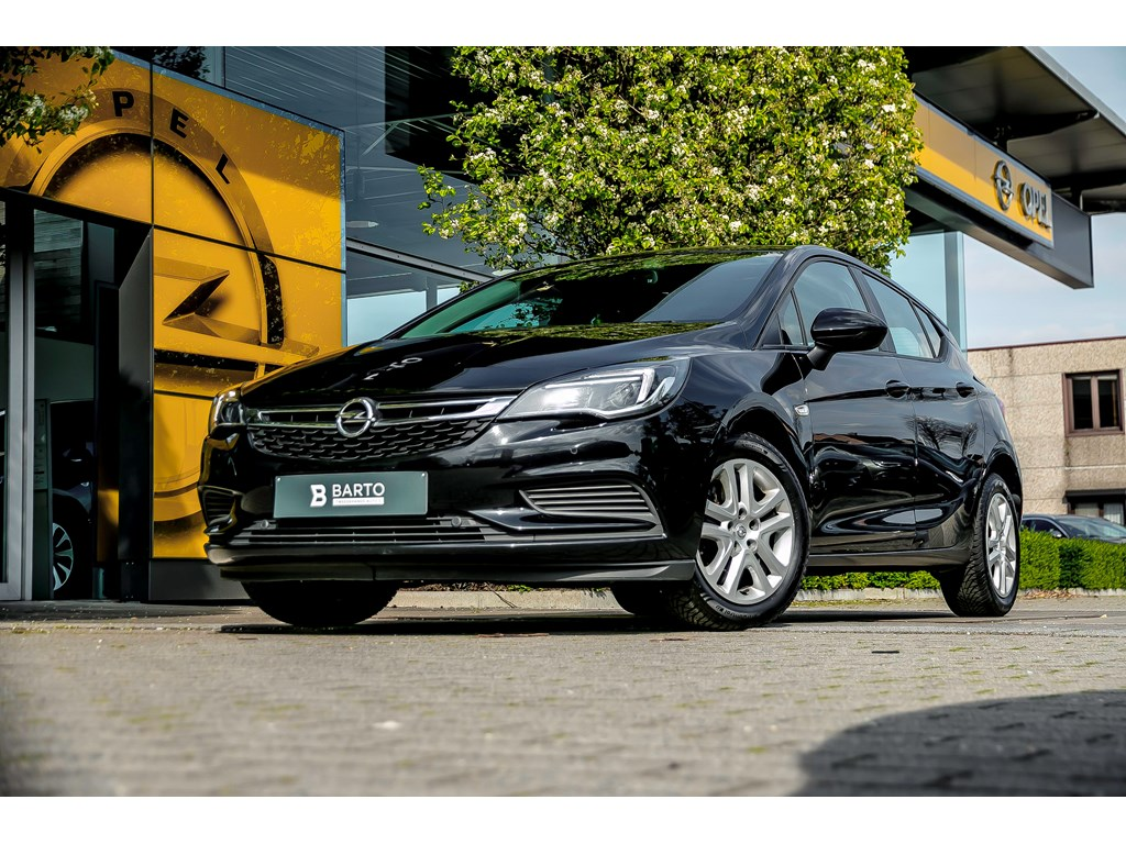 Tweedehands te koop: Opel Astra Zwart - 16 CDTI 136PK AUTOM NAVI