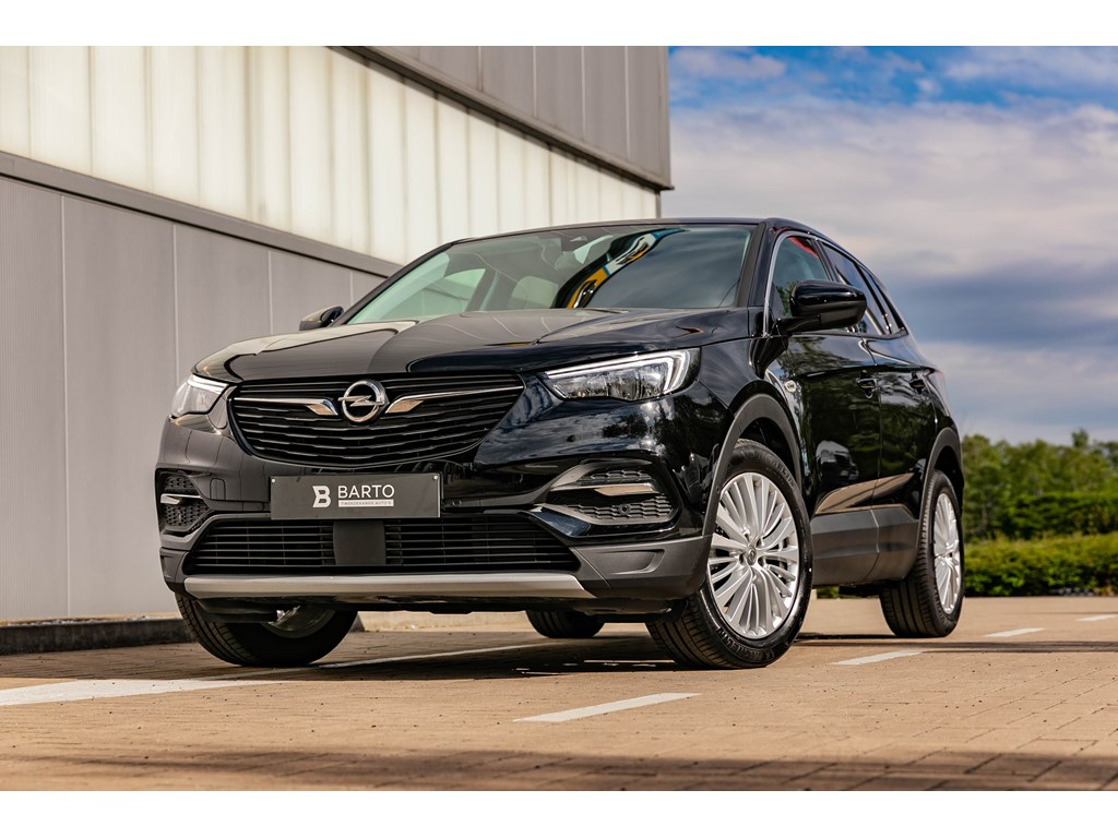Tweedehands te koop: Opel Grandland X Zwart - 16CDTI Autom Innov Navi Sensoren
