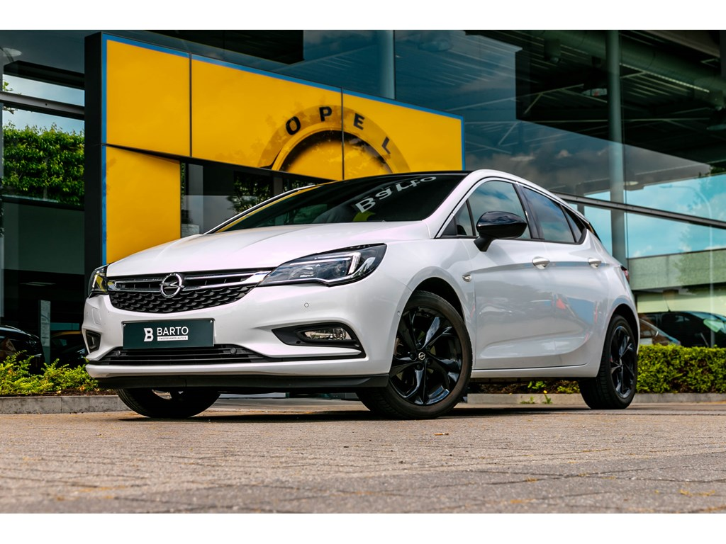 Tweedehands te koop: Opel Astra Wit - 14 TurboDynamicNaviCameraParkeersens