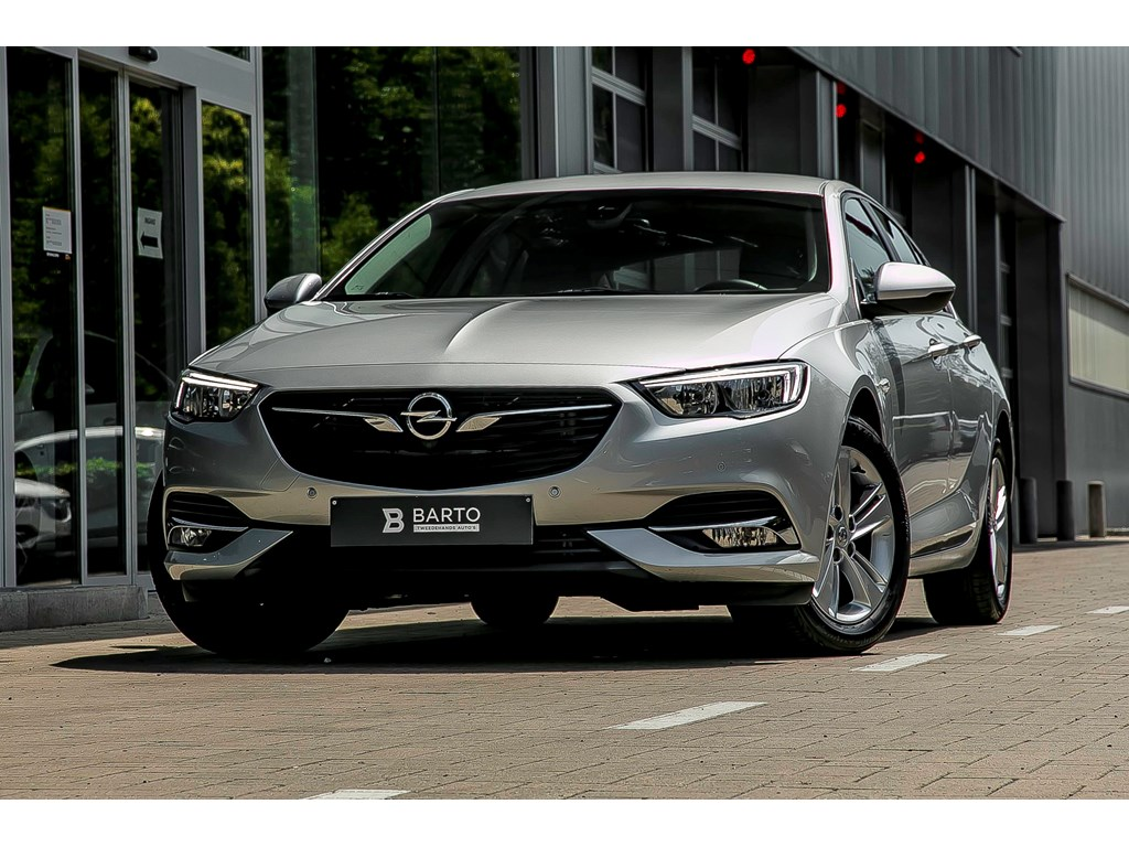 Tweedehands te koop: Opel Insignia Zilver - 16CDTI 136pk Autom alu velgen Parkeersens