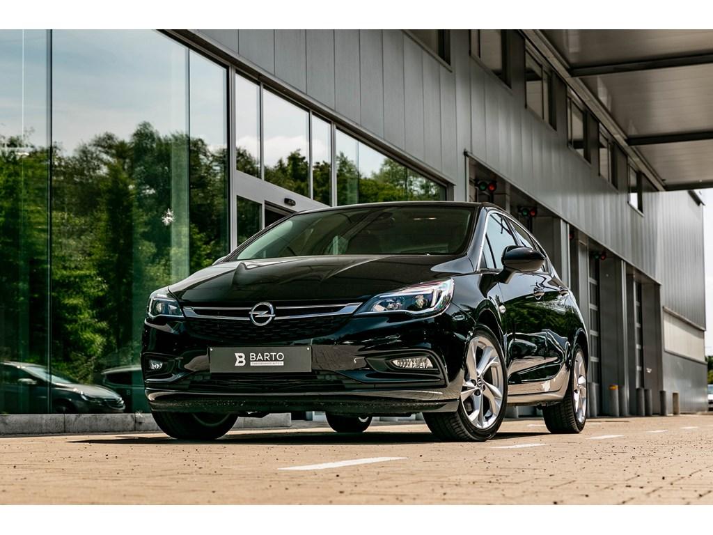 Tweedehands te koop: Opel Astra Zwart - 5D Innov 16D Autom 136pk Navi Parkeersens