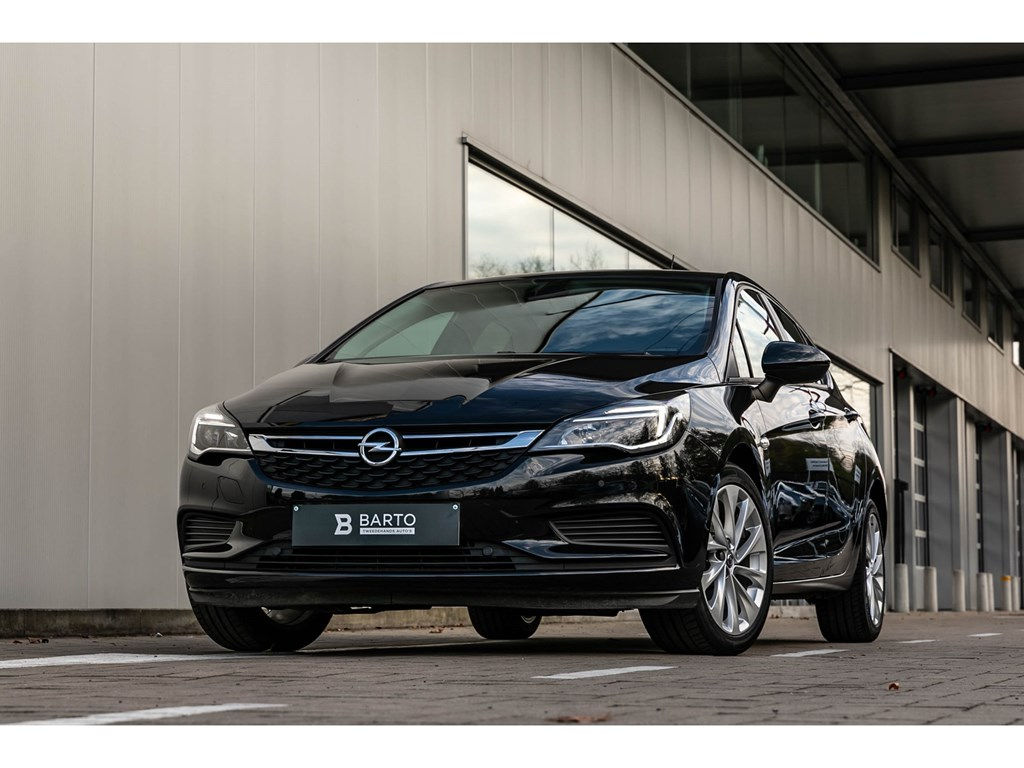 Tweedehands te koop: Opel Astra Zwart - 16cdtiAutoLichtenRegensensorParkeersens vaAppleCarplay