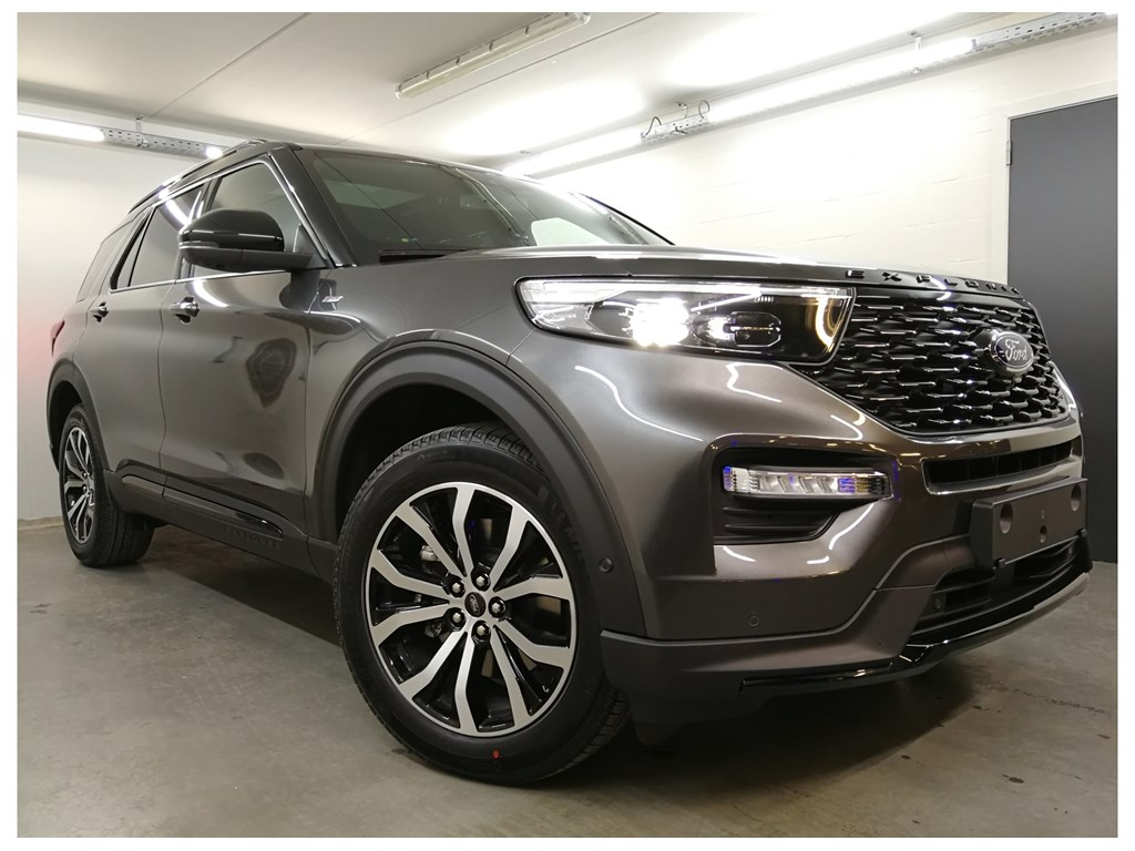 Ford Explorer SUV / Offroad / 4x4