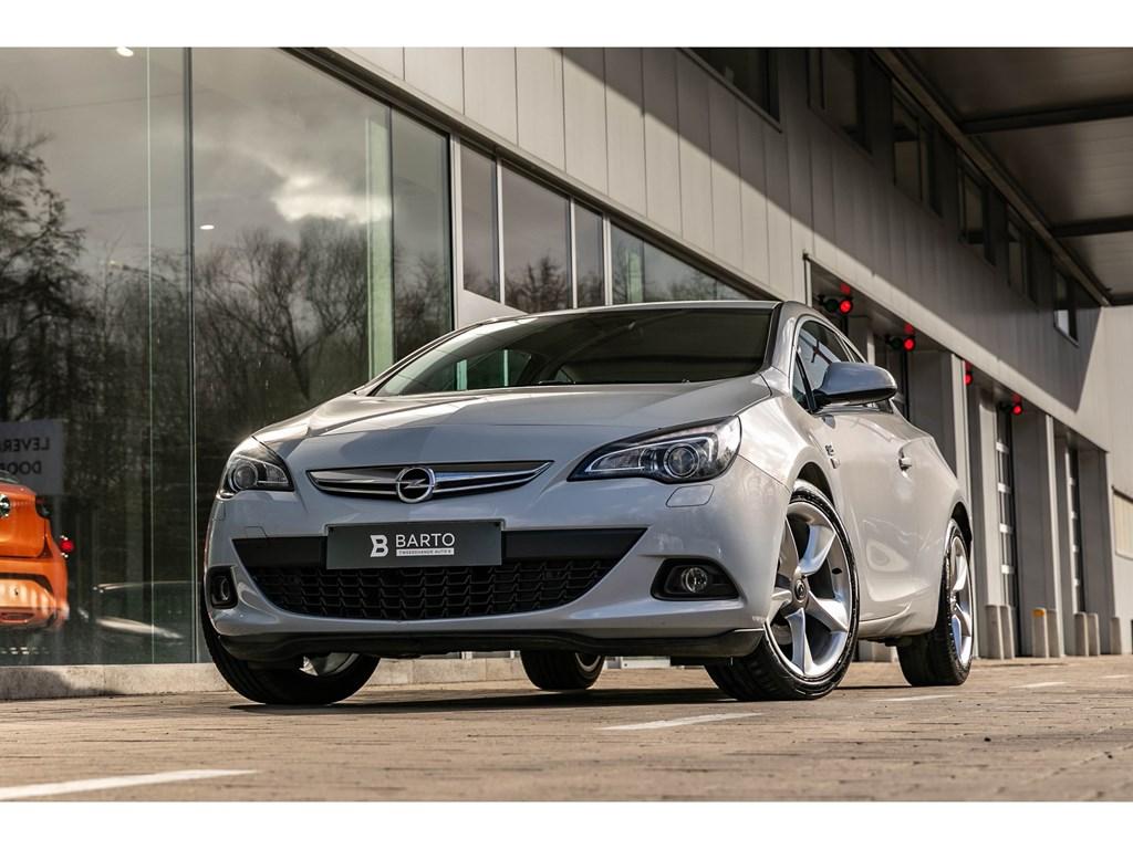 Tweedehands te koop: Opel Astra Wit - 14TurboGTCLederXenonNavi1j volledige garantie