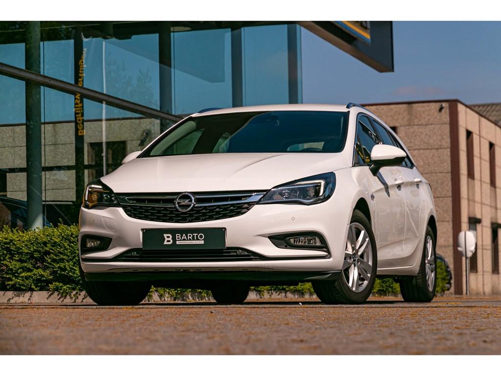 Tweedehands te koop: Opel Astra Wit - 14 TurboBreakKeylessCameraElektrKofferDodehoekOfflane