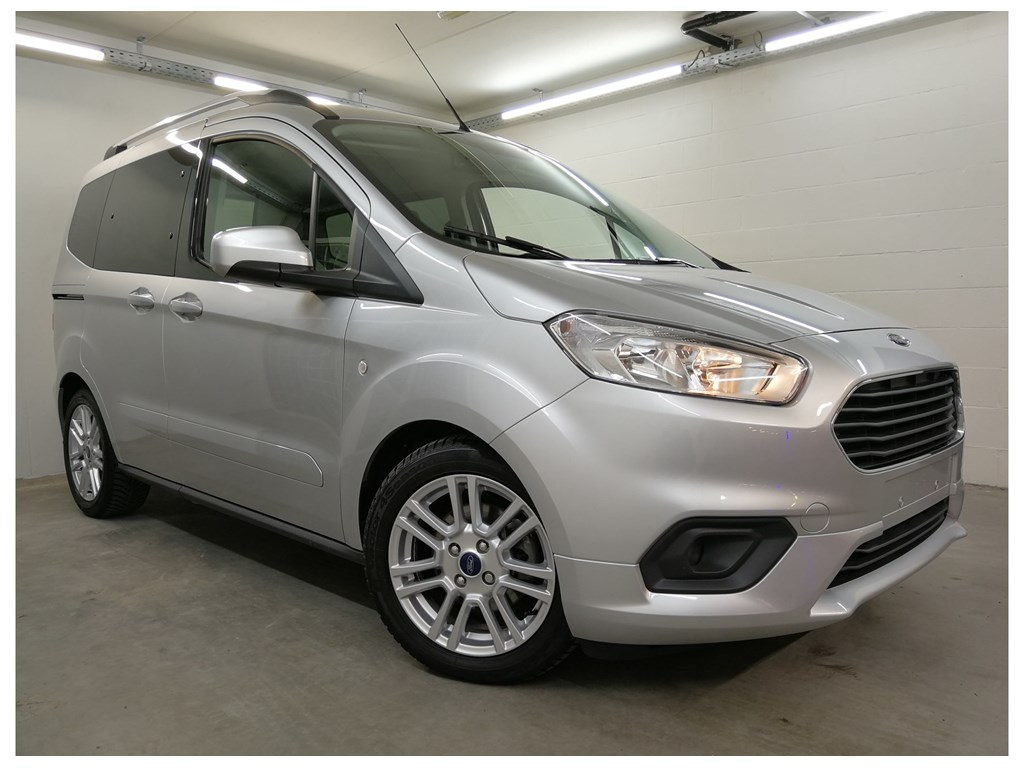 Ford Tourneo Courier 4/5 Deurs