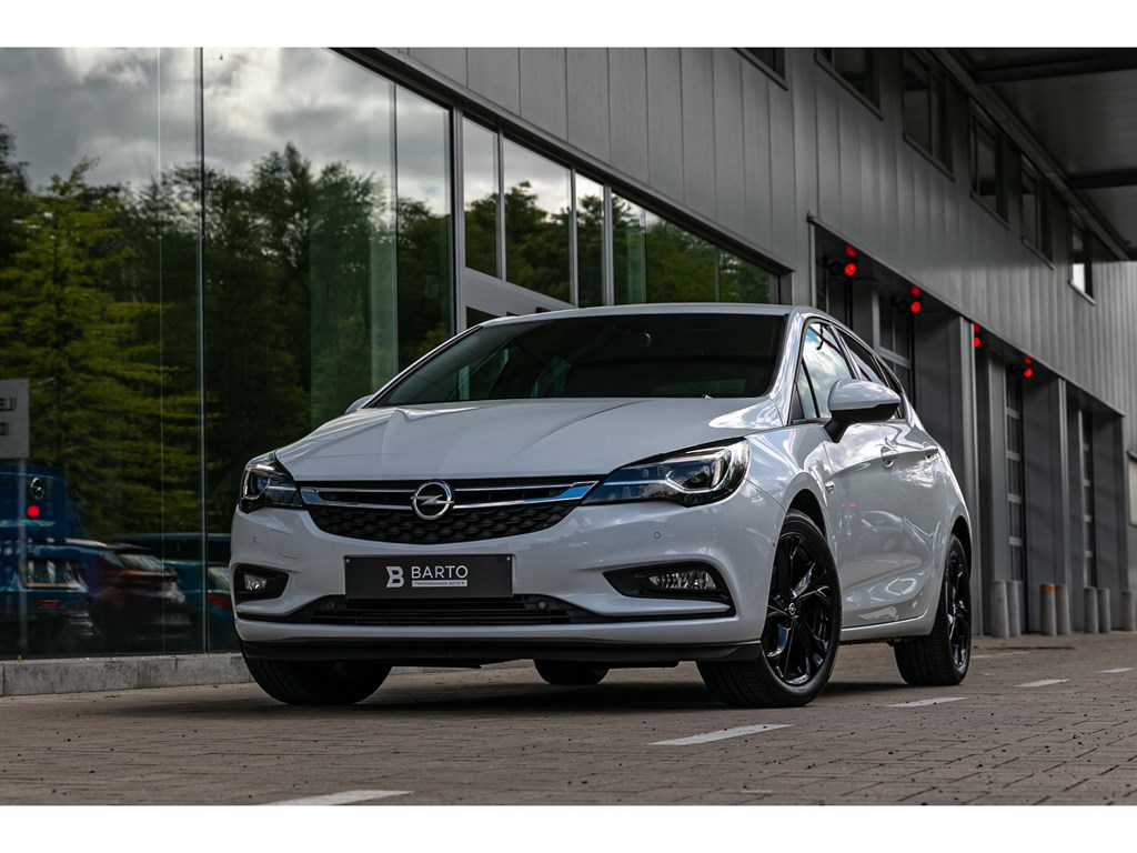 Tweedehands te koop: Opel Astra Wit - 14 TurboDynamicLEDMatrixLederCameraDodehoek