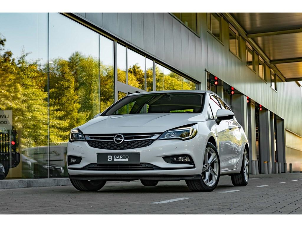 Tweedehands te koop: Opel Astra Wit - InnovationNaviParkeersensOfflaneBotswrsch