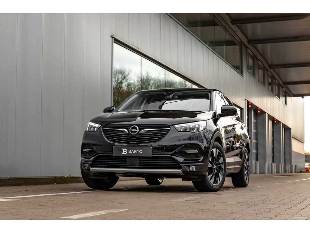 Tweedehands te koop: Opel Grandland X Zwart - 12Benz 130pk ATInnovationCameraBiColor 18Weinig kms